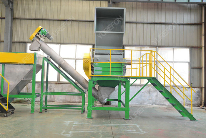 Easy Cleaning Solid Plastic Crusher Machine 500 KG / H For PET Bottle Recycling